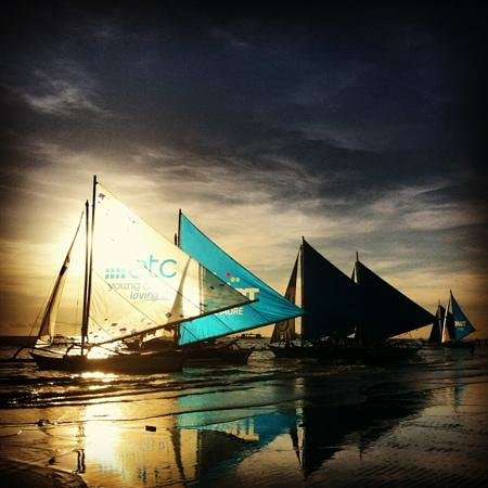 Isla Del Mar Boracay Beach Hotel: sails and sunset