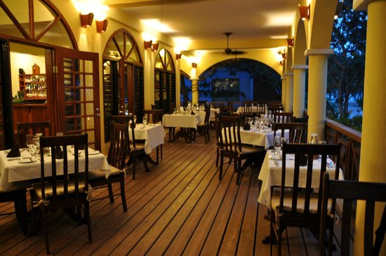 Hamanasi Adventure and Dive Resort: Dining room deck