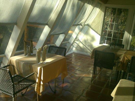 Eden Vale Inn: Sunny breakfast room