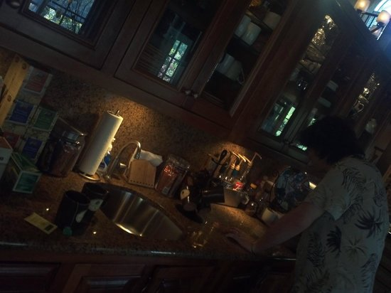 Eden Vale Inn: Endless tea bar
