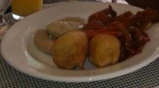 Altamont Court Hotel Kingston : This is breakfast ( brown stew slice fish )