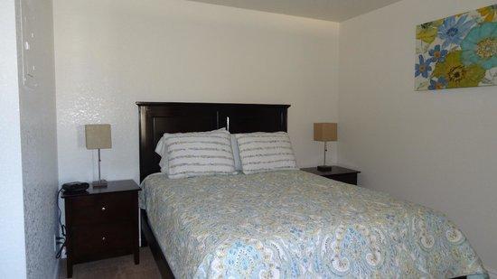 Shangri La River Suites Motel: Bedroom