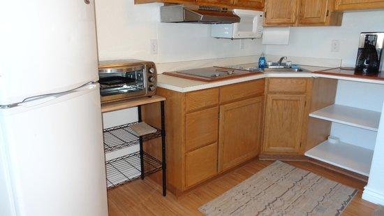 Shangri La River Suites Motel: kitchen