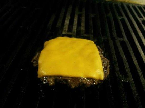 Yahooz Sports Bar & Grill: Best burger around!