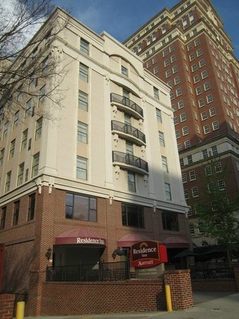 Residence Inn Atlanta Midtown / 17th Street: Very pretty, historic building on a beautiful street