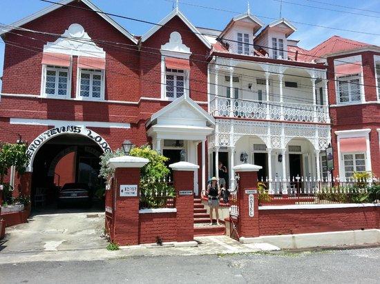 DeMontevin Lodge Hotel: devant de l'hotel