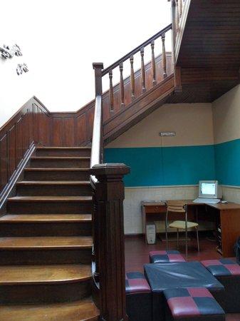 Ukelele Hostel: stairs