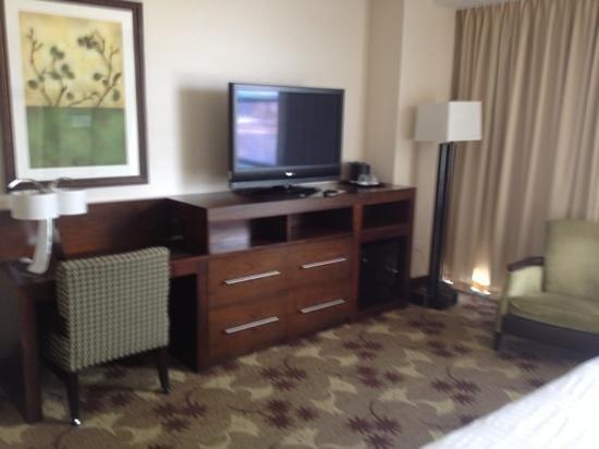 Blue Chip Casino Hotel Spa: TV / Desk area