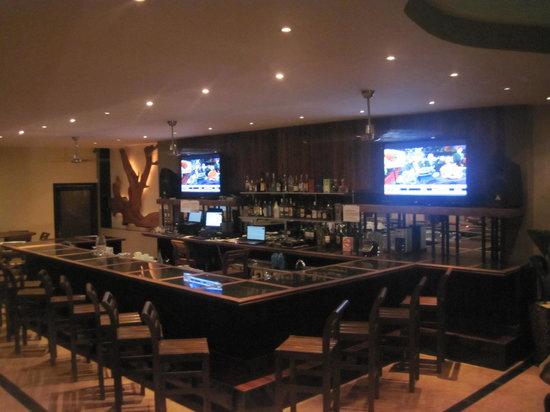 Driftwood Grill & Lounge: R&R Bar