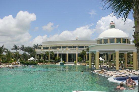 Iberostar Grand Hotel Paraiso: Poolside