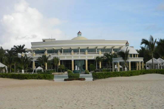 Iberostar Grand Hotel Paraiso: Looks like a palace