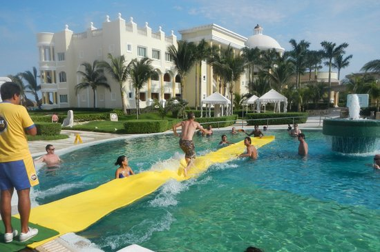 Iberostar Grand Hotel Paraiso : Magic carpet game with the Star friends