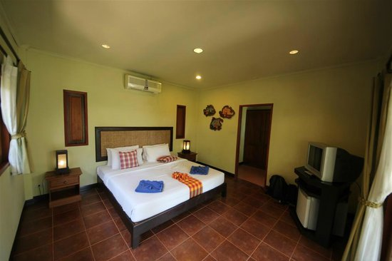 The Lipa Lovely Beach Resort: chambre