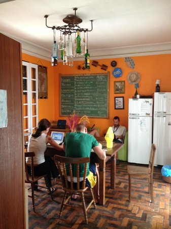 Lisetonga Hostel: dining, internet...doing the work..
