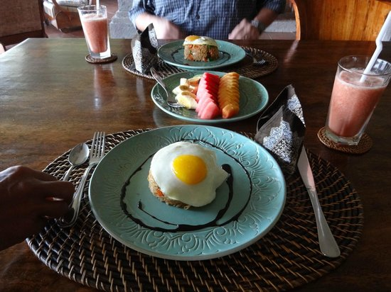 Villa Awang Awang : The traditional Indonesian breakfast they serve, we loved it.