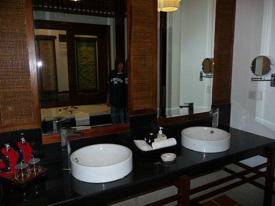 Ratilanna Riverside Spa Resort Chiang Mai : Bathroom