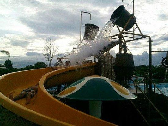 D'Leonor Inland Resort and Wavepool: slides