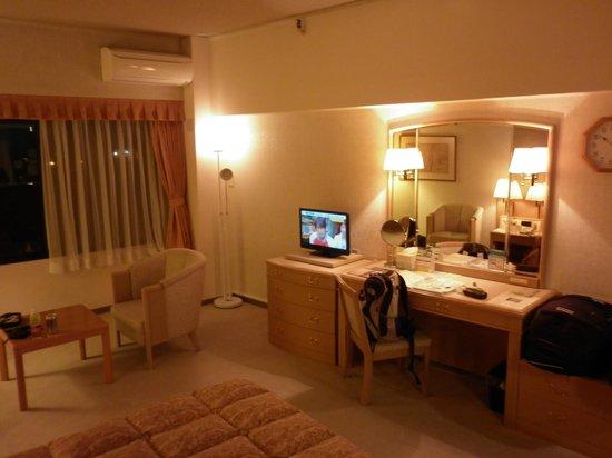 Toyoko Inn Narita Airport: Room