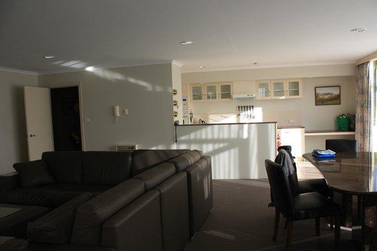 Salamanca Inn : dining/lounge/kitchen