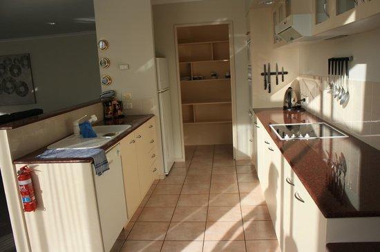 Salamanca Inn : kitchen and pantry