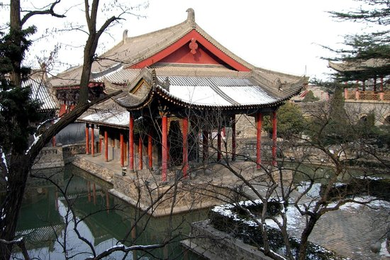 Xianyang Fufeng Town's God Temple