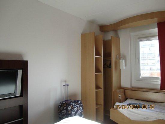 Ibis Malaga Centro Ciudad: Twin\triple room
