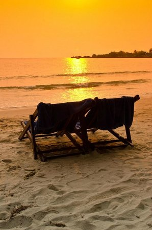 Koh Chang Paradise Resort & Spa: This sunset can also be seen from the Front beach bungalows