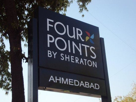 Four Points by Sheraton Ahmedabad: Hotel Entrance