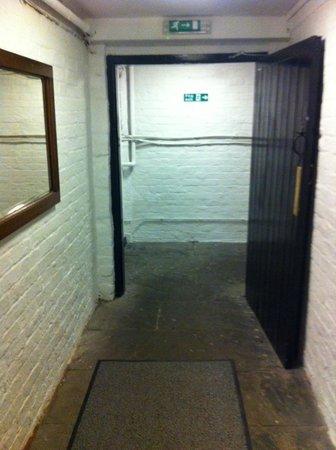 Roscoe House: entrée et couloir depuis la chambre!!