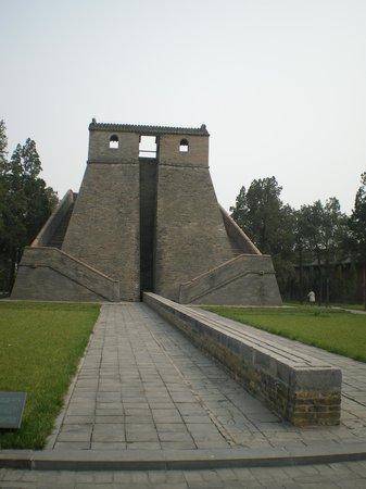 Lisi's Tomb