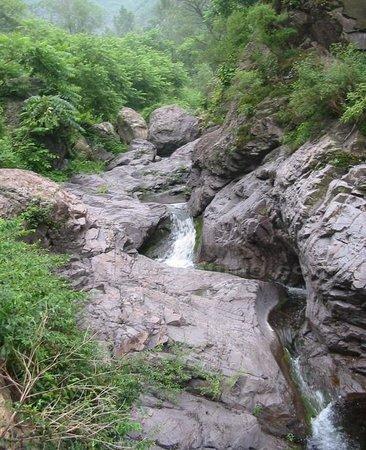 Yongding River Cavern
