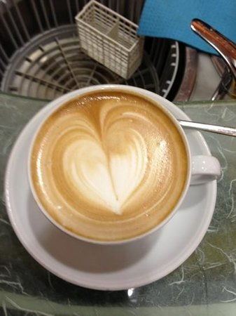 Little Star Cafe : Il famoso Cappuccino!!
