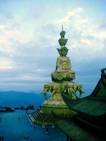 Dujiangyan Qianfo Pagoda