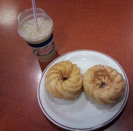 Tim Hortons : doughnuts... (GOOD ONES!)