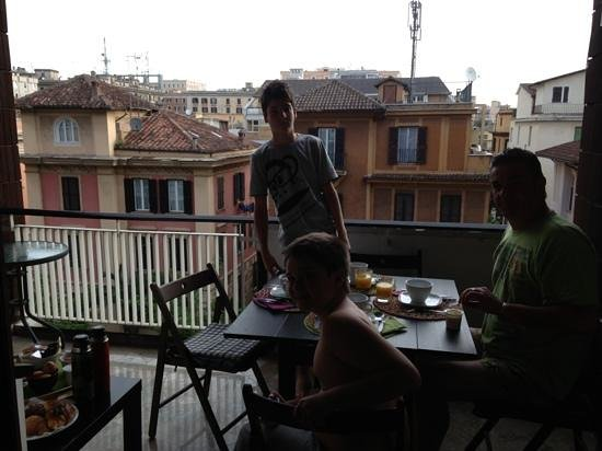 B&B Santa Croce : breakfast on the balcony