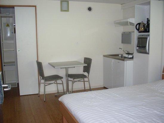 Hotel Pierre Blanche : studio 2 personnes avec 1 grand lit