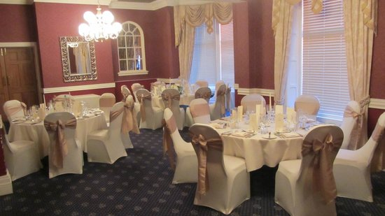 Best Western Plus Blackpool Lytham St Annes Glendower Hotel: Lowther room set for wedding meal