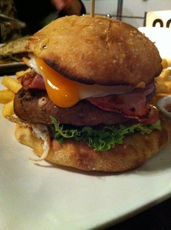 Hector's Cafe on the Wharf: Great Burger.