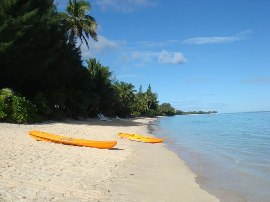 Palm Grove: The beach at the front of the Matenga bungalows