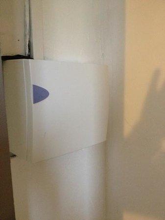 Les Palmiers : le tableau électrique a hauteur d'homme bien fermé