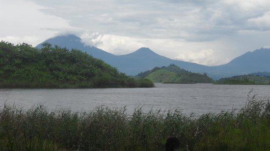 Nkuringo Bwindi Gorilla Lodge: Lake Mutanda