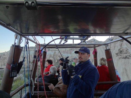 Atmosfer Balloons : The captain of the ship