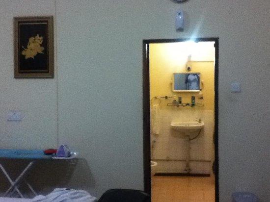Cinderella Hotel: Bath room