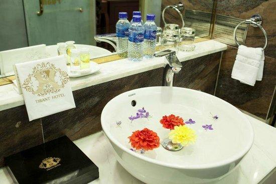 Hanoi Tirant Hotel: Bathroom