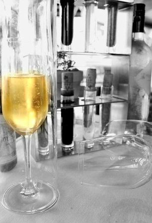 Aleenta Restaurant & Bakery: Encaptualted Champagne keeps the bubbles in longer