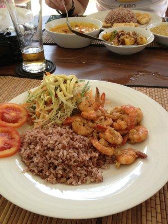 Unawatuna Diving Centre: delicious lunch at rockside cabanas