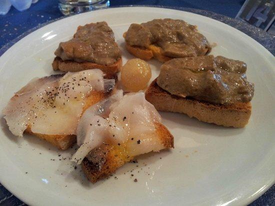 Cotto E Crudo: Crostini toscani (lardo di colonnata e funghi porcini)