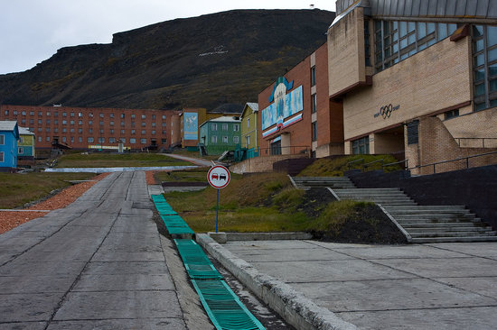 Barentsburg is the second largest settlement on Svalbard, with about 200 inhabitants, almost ent