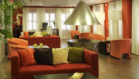Hotel Dato Vera: Salon social