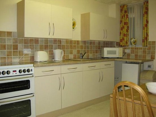 Ashness Apartments: Garden apartment kitchen